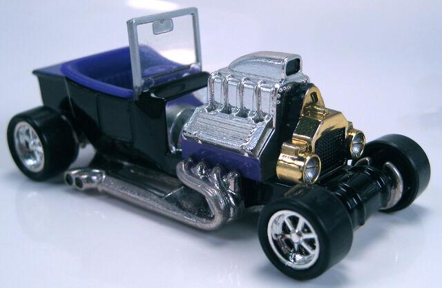 File:T bucket black purple int PC6 wheels 100 ann auto 1996.JPG