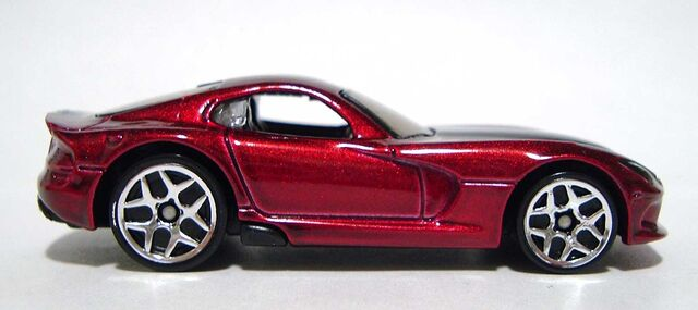 File:HW '13-Viper-SRT Maroon 2016 Side DSCF8831.jpg