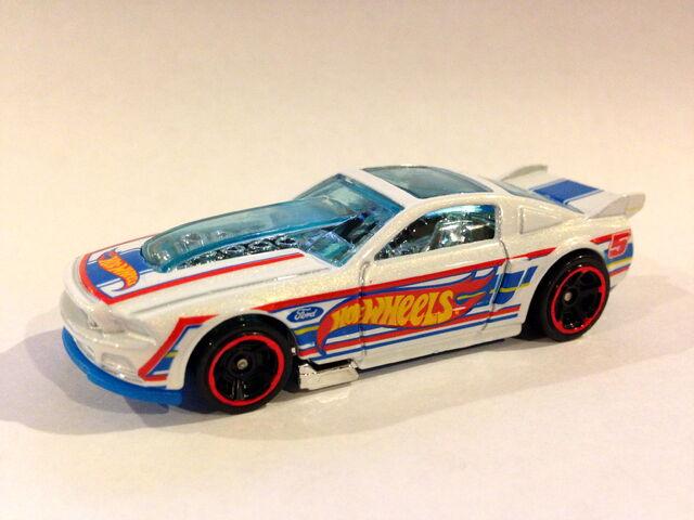 File:2013 HW Racing '13 Ford Mustang (wheel variation).JPG