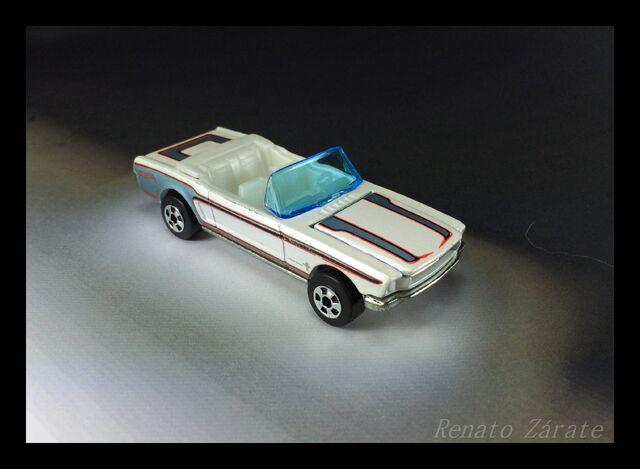 File:'65 Mustang Convertible 6 pack 2011.jpg