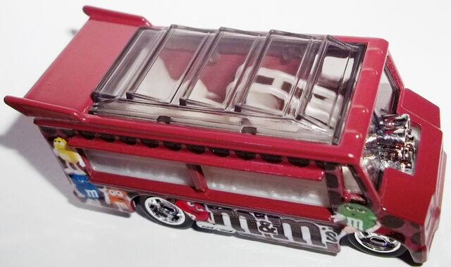 File:2013-Mars-Smokin' Grille-M&M's-Top view.JPG