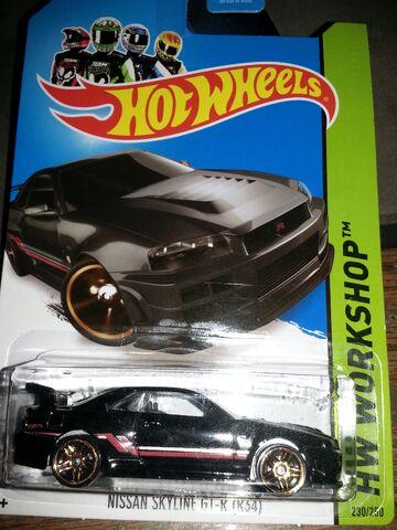 File:HW-2014-230-Nissan Skyline GT R (R34)-ThenAndNow..jpg