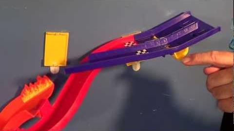 Hot Wheels Wall Tracks Racing Duel Product Demonstration