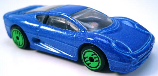 File:Jaguar XJ220 revealers series 1993 blue metalflake.JPG