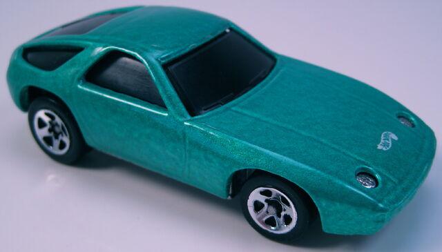 File:Porsche 928 p-928 green black glass 5sp wheels.JPG