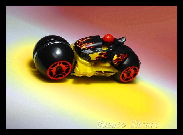 File:BADLANDER Moto Track Stars 2013 IMG 4530 - copia.jpg