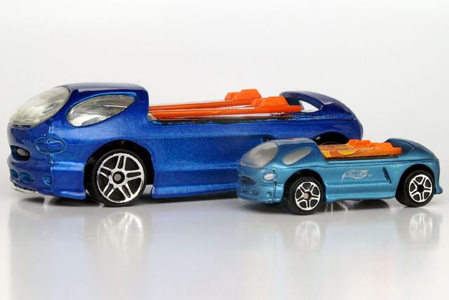 File:Deora II Atomix Comparison - 9872ef.jpg
