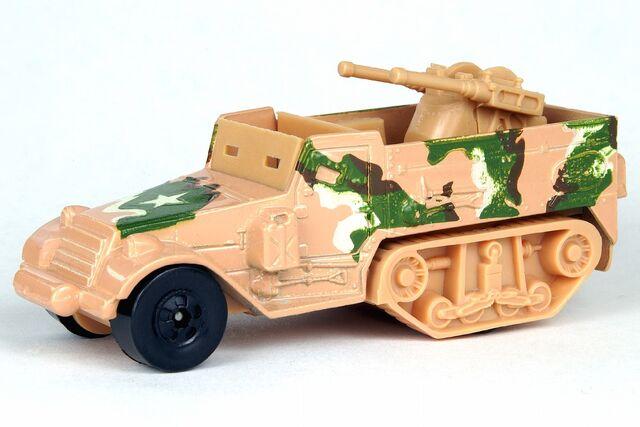 File:Tan Tank Gunner - B6418df.jpg