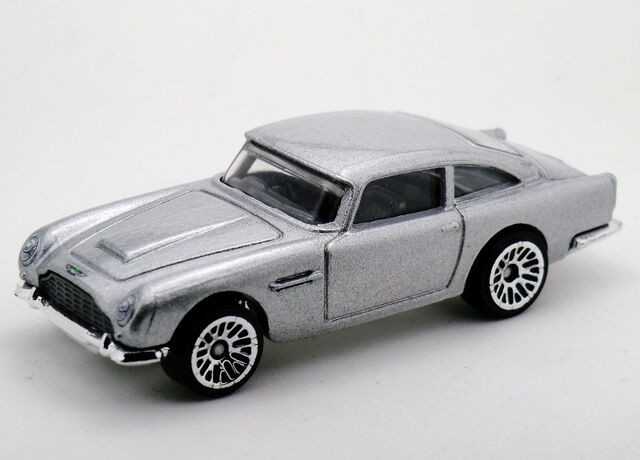 File:Aston Martin 1963 DB5-2015 James Bond Series.jpg