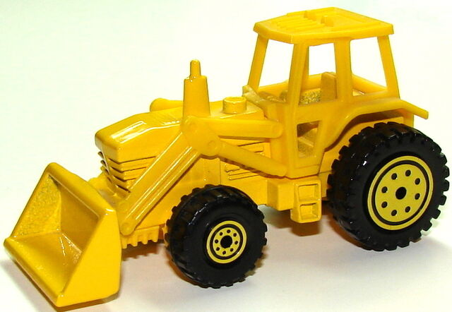 File:Tractor YelYel.JPG
