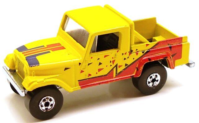 File:Jeepscrambler india bluered.JPG