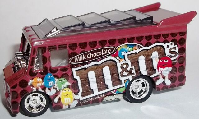 File:2013-Mars-Smokin' Grille-M&M's.jpg