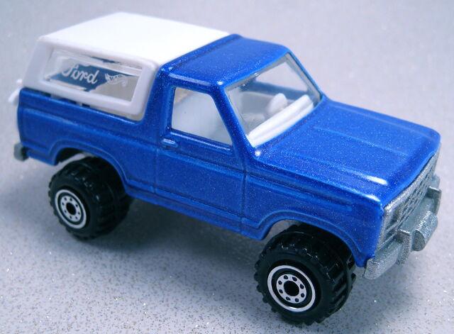 File:Bronco 4-wheeler blue ct painted base.JPG