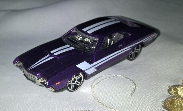 File:70 Ford Torino Purple white decals.jpg