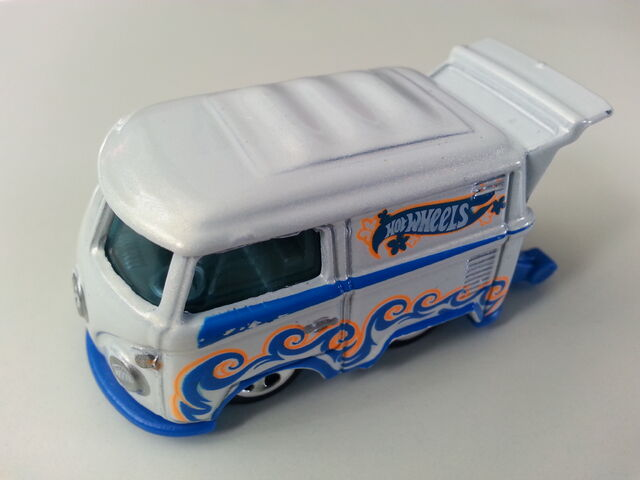 File:Volkswagen Kool Kombi side.jpg