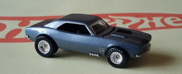 File:1967 CHEVROLET Camaro (2015) Retro Entertainment.jpg