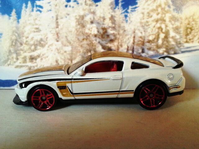 File:Holiday Hot Rods -1-'12 Ford Mustang Boss 302 Laguna Seca.jpg