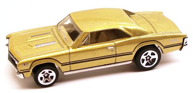 File:67ChevelleSS396 gold.JPG