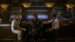 S04E15 House Chase and wilson at the bar