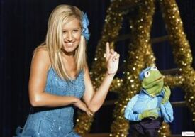 Ashley-Tisdale-Kermit-the-Frog