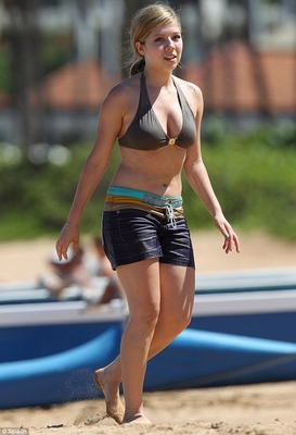 File:Normal Jennette McCurdy in Hawaii 28129.jpg