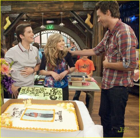 File:609px-Jennette-mccurdy-birthday-03.jpg