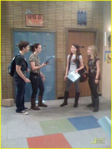 File:Icarly-behind-the-scenes-01.jpg