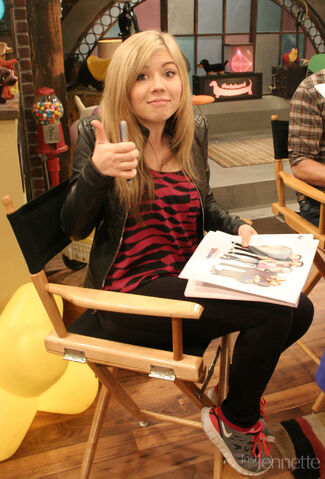 File:ICarly Set Visit 1.jpg