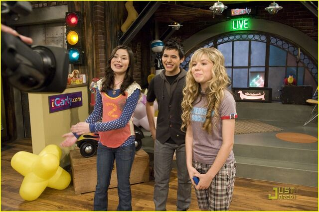 File:David-on-iCarly-david-archuleta-3784931-1222-815.jpg