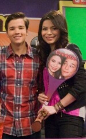 File:284px-Icarly istart 1435Hm.jpg