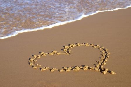 File:Heart-on-Beach.jpg