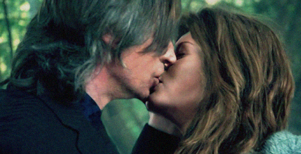 File:Rumbelle-Season-2-Kiss-once-upon-a-time-32309776-433-222.png