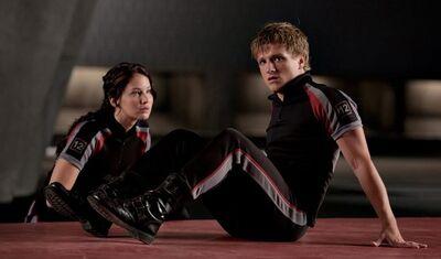 The-Hunger-Games-Katniss-and-Peeta