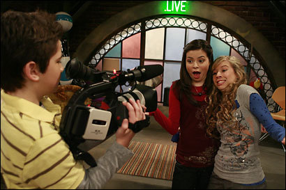 iCarly - TV Show, Episode Guide & Schedule | TWC Central