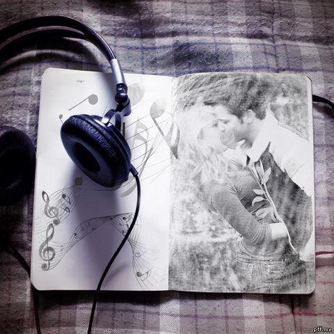 File:Seddie Headphone.jpg