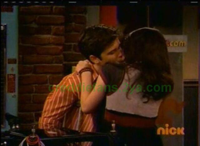 File:ICarly Studio Kiss 1.jpg