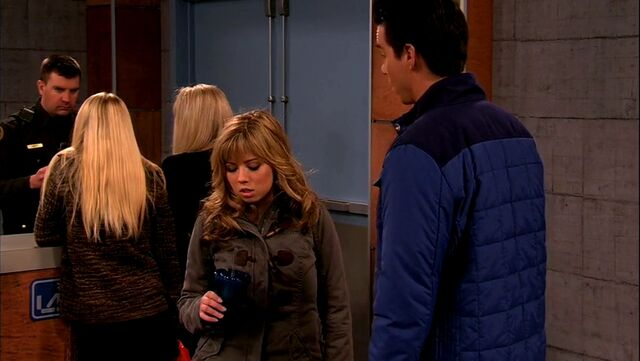 File:ICarly.S05E10.iToe.Fat.Cakes.480p.WEB-DL.x264-mSD.mkv 000741116.jpg