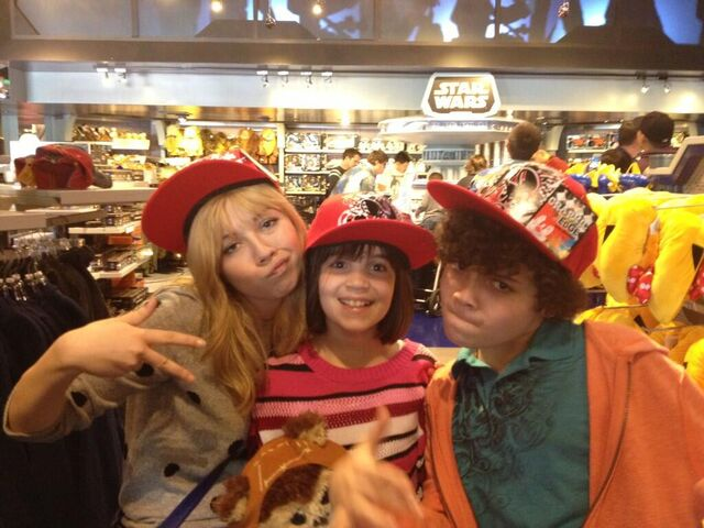 File:Jennette, Cameron, and Gianna at a Disneyland gift shop.jpg
