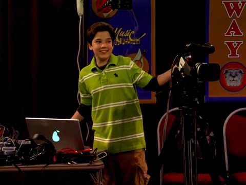 File:ICarly.S01E01.iPilot.HR.DVDRiP.XviD-LaR.avi 000414000.jpg