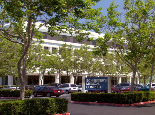 File:Schneider's Medical Complex.JPG