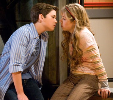 380px-Icarly-kiss-200