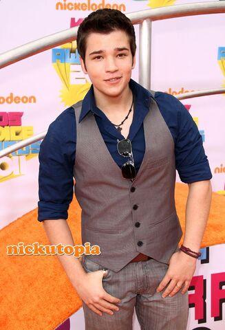 File:Nathan-Kress-2011-Nickelodeon-Kids-Choice-Awards.jpg