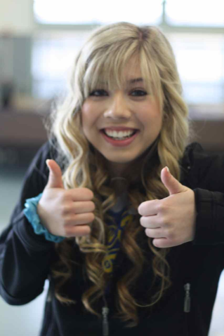File:319px-Jennette, extrnhgeme face close-up, 05-25-11 tumblr llt4v6pfww1qelymko1 1280.png