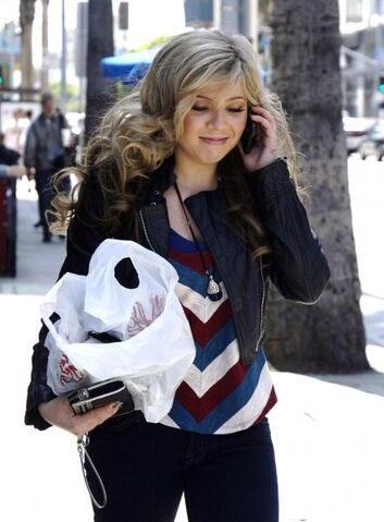 File:Jennette-mccurdy-beverly-hills-26 5-1.jpg