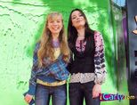Jenette-and-Miranda-jennette-mccurdy-5550749-445-342