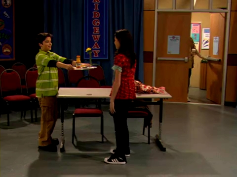 File:ICarly.S01E01.iPilot.HR.DVDRiP.XviD-LaR.avi 000431208.jpg