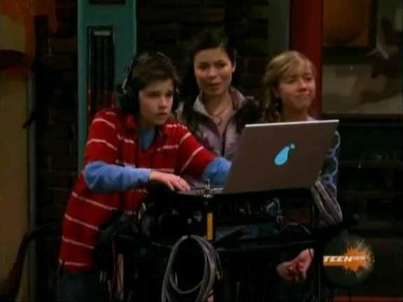 File:ICarly.S01E04.iLike.Jake.avi.flv 001189321.jpg