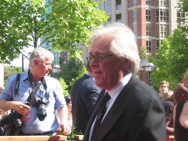 File:Glen Sather, 2006 NHL Awards.jpg