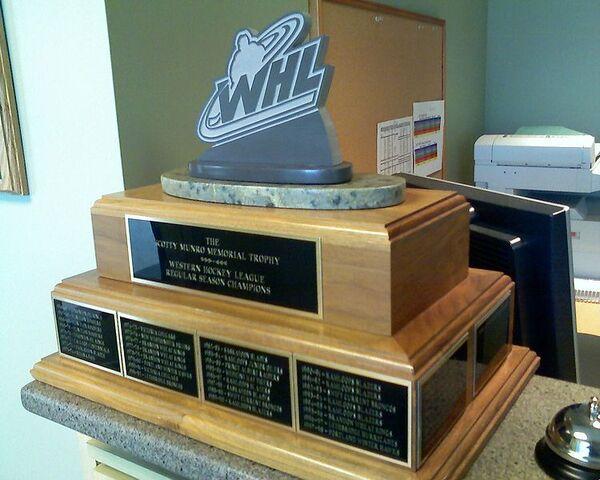 File:Scotty Munro Memorial Trophy.jpg