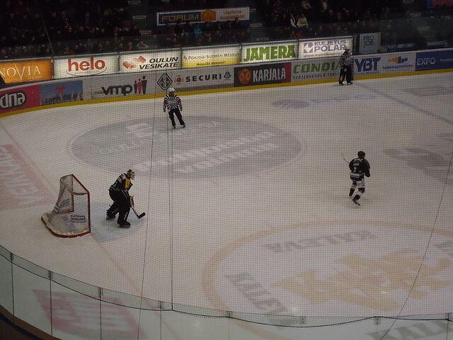 File:Kärpät-Tappara 26-02-2011 2.JPG